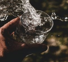 Distilled-Water-Vs-Alkaline-Water